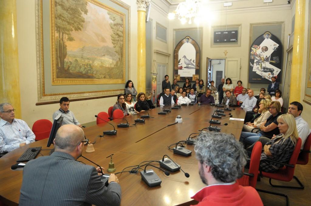 Lutto nazionale per la tragedia di Lampedusa con un minuto di silenzio in Sala Consiliare e con una breve riflessione condivisa con i dipendenti comunali