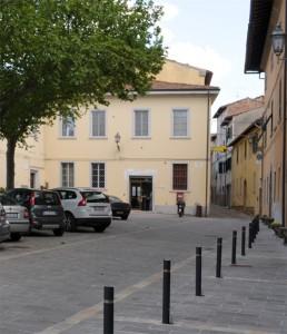 L'ufficio postale in piazza Monti a Treggiaia